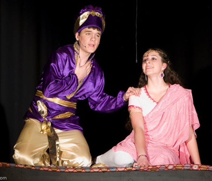 Aladdin Jr - Al and Jasmine on Carpet